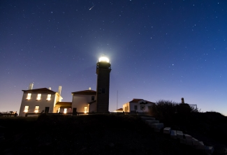 2014-december-beavertail-lighthouse-with-meteor-1-of-1